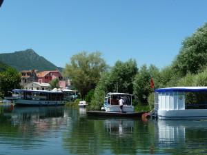 Petit village sur le lac Sjezero