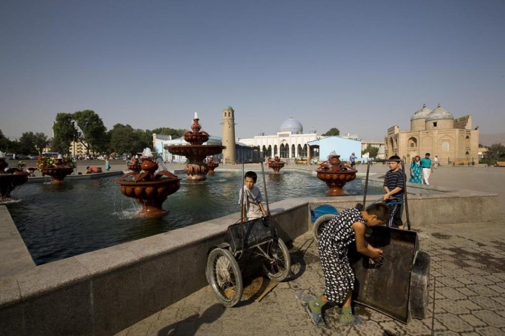 Une place au Tadjikistan par Babasteve