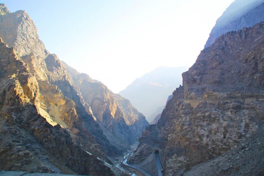 La route vers Jalalabad par Todd Huffman