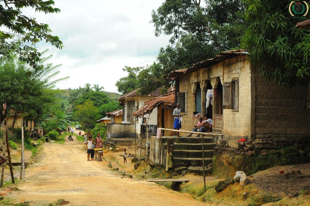 Un village au Sierra-Leone par Mustafa Ozturk