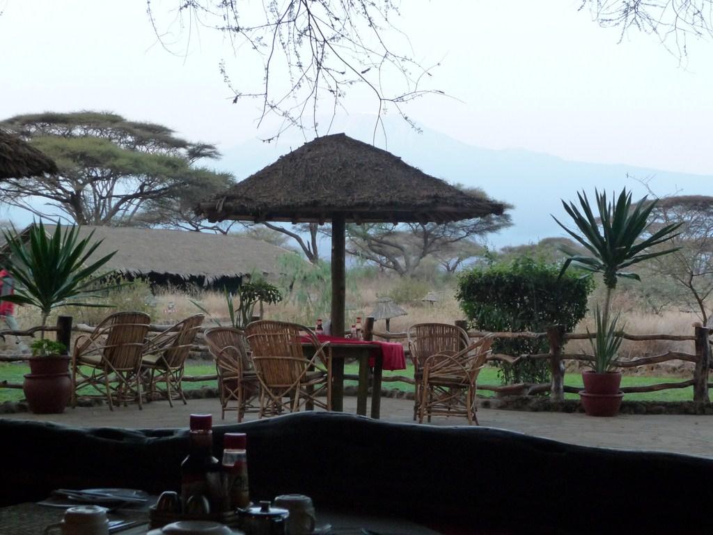 Petit-déjeuner devant le Kilimandjaro