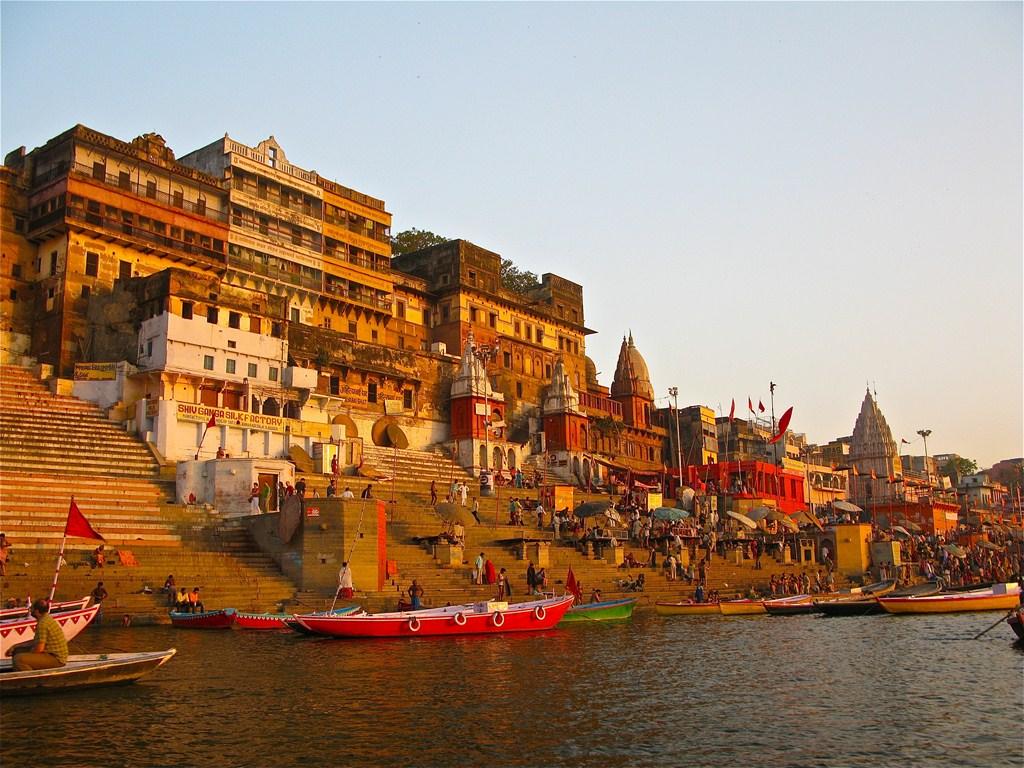 Un ghât sur le Gange à Bénarès