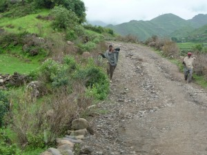 La route vers Yemrehanna Kristos
