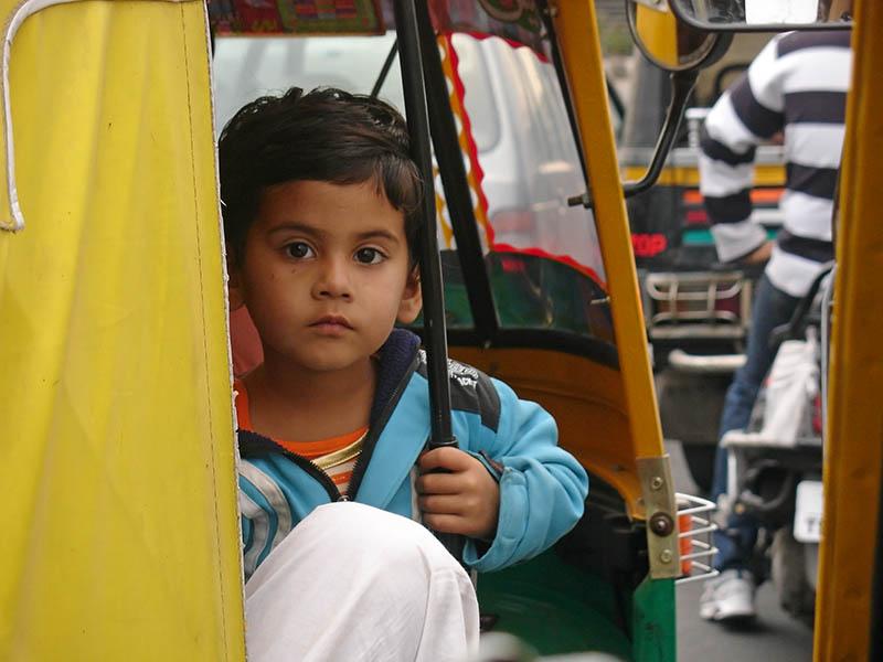 Un enfant croqué sur le vif`à Jaipur