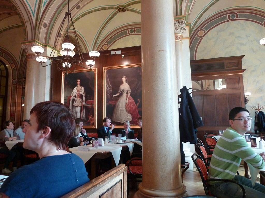 Le café Central et son ambiance XIXème siècle